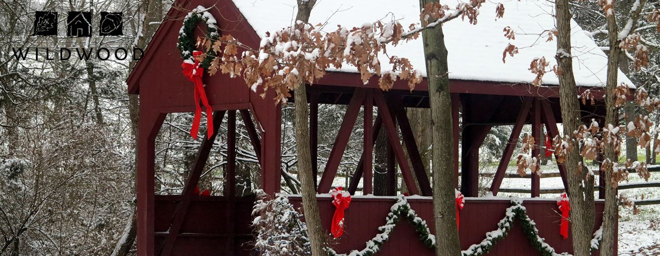 Winter - Covered bridge with snow and wreath - Homepage Banner